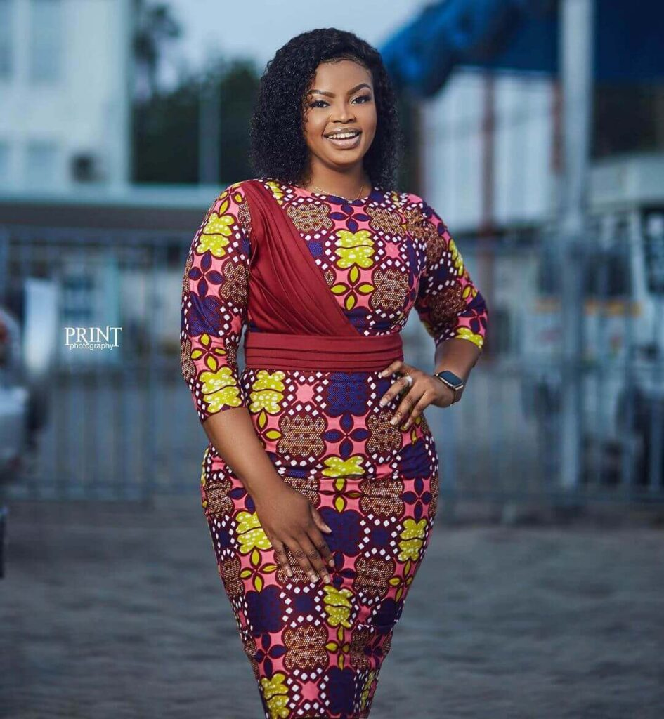 Straight dress styles in Ghana